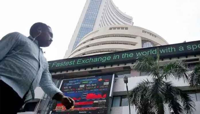 Sensex leaps 520 points Nifty ends near 10000 financial bank stocks lead the rally Markets at slight losses with severe fluctuations