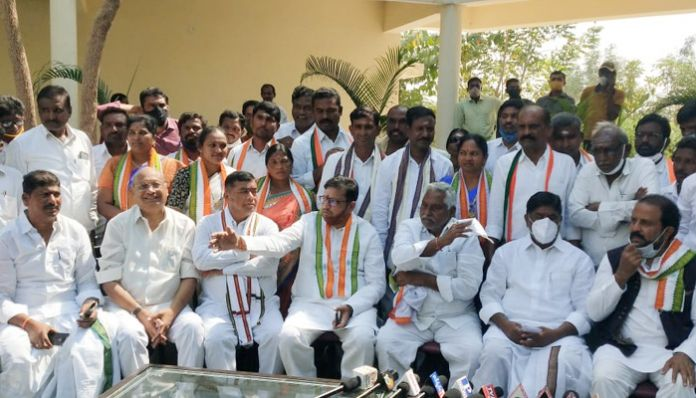 CLP leader Bhatti Vikramarka Kaleswaram only for commissions .. Bhatti fire on KCR