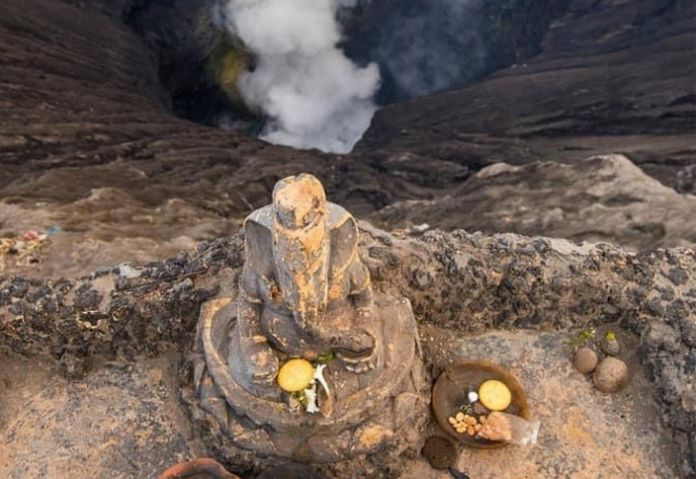 Lord Ganeshas idol stop Mount Bromo volcano in Indonesia.. Vighveshwar stops the volcano by placing his palm horizontally